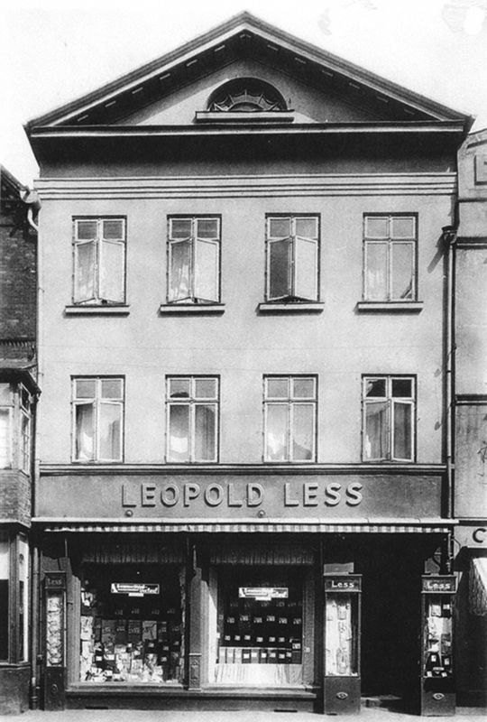 Lüneburg, Bäckerstraße 18, Leopold less, department store, 1920s – EBook Margaret A. McQuillan: An Orange in Winter / The Beginning of the Holocaust as Seen through the Eyes of a Child