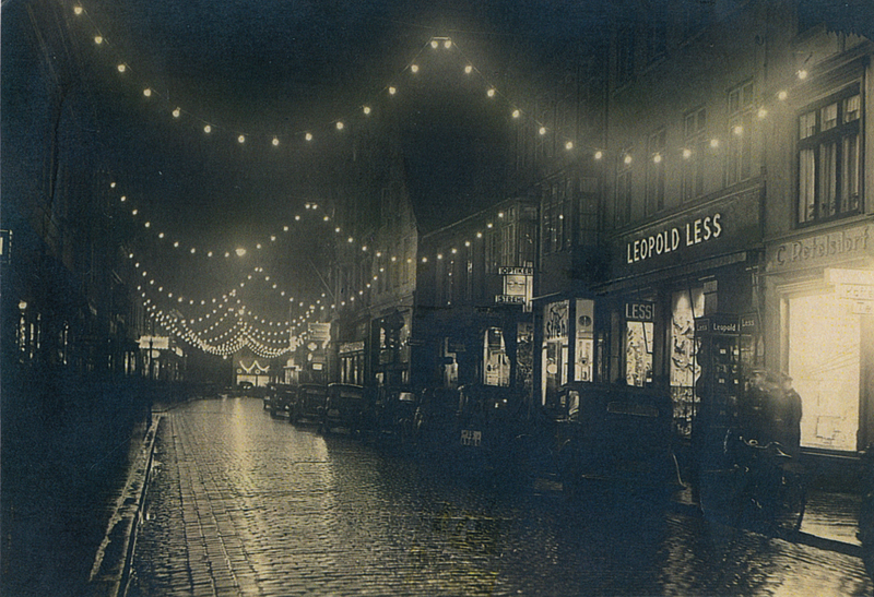 Lüneburg, Bäckerstraße, Christmas Season 1930s – EBook Margaret A. McQuillan: An Orange in Winter / The Beginning of the Holocaust as Seen through the Eyes of a Child