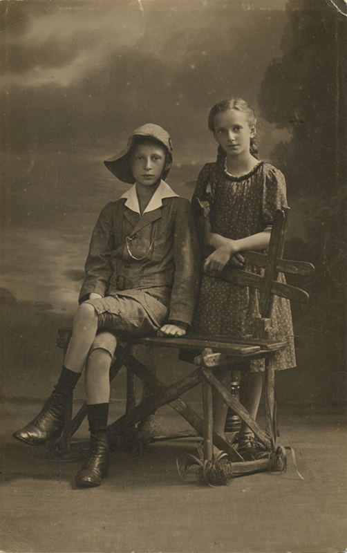 Lüneburg, Ernst Less, Käte Less, elder siblings of Walter Less 1920s – EBook Margaret A. McQuillan: An Orange in Winter / The Beginning of the Holocaust as Seen through the Eyes of a Child